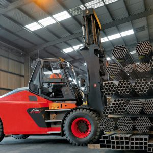 FORKLIFTS AND AREAL PLATFORMS